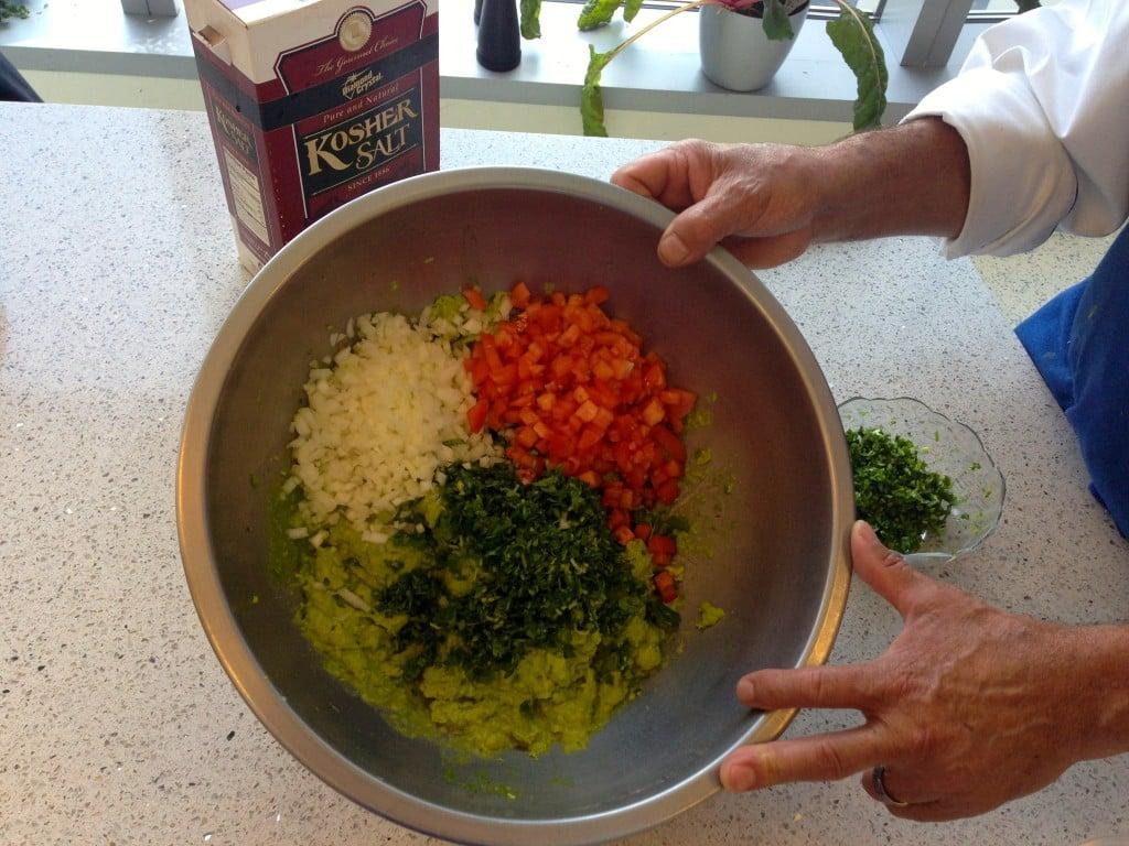 Spicy Guacamole #Spicy #Guacamole - www.thehungrytravelerblog.com