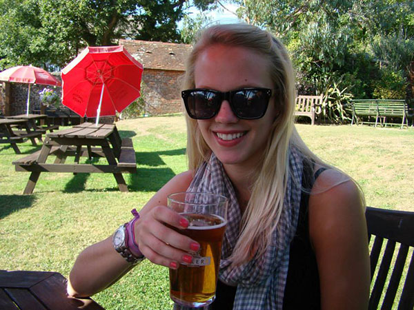 Having a Pint in England | The Hungry Traveler Interview with Hannah Casey: An American Expat in Dubai  | The Hungry Traveler