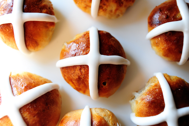 Hot Cross Buns: 11 Easter Recipes from Around the World | www.TheHungryTravelerBlog.com