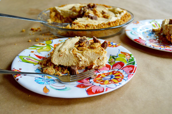Peanut Butter Pretzel Pie | www.TheHungryTravelerBlog.com