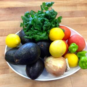 #Spicy #Guacamole - www.thehungrytravelerblog.com