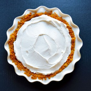 The EASIEST Graham Cracker Crust with a step-by-step photo tutorial. Perfect for cheesecakes, key lime pie, or peanut butter pie. | www.TheHungryTravelerBlog.com